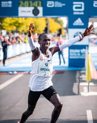 eliud-kipchoge-20139-nn-racing-free-of-rights-316x400